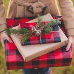Новогодние украшения 2019: новогодние подарки в клетку