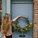Новогодние украшения 2019: красивый венок на дверь