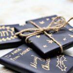 Новогодние украшения 2019: черные подарки с надписями