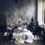 Новогодние украшения 2019: гирлянда над кроватью
