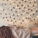 Новогодние украшения 2019: гирлянда с фотографиями на стене