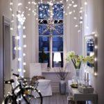 Новогодние украшения 2019: новогоднее освещение в коридоре