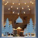 Новогодние украшения 2019: гирлянда на окне