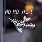 Новогодние украшения 2019: рисунок ho ho ho на окне