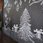 Новогодние украшения 2019: новогодний рисунок на шкафе