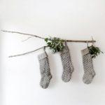 Новогодние украшения 2019: носки на ветке
