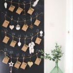 Новогодние украшения 2019: адвент календарь на грифельной доске