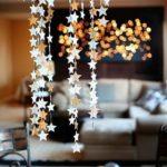 Новогодние украшения 2019: гирлянда из золотых звезд