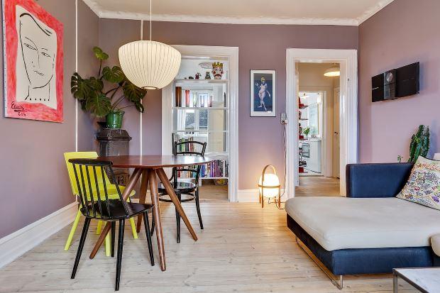 Квартира в скандинавском стиле в Копенгагене: обеденный стол в гостиной