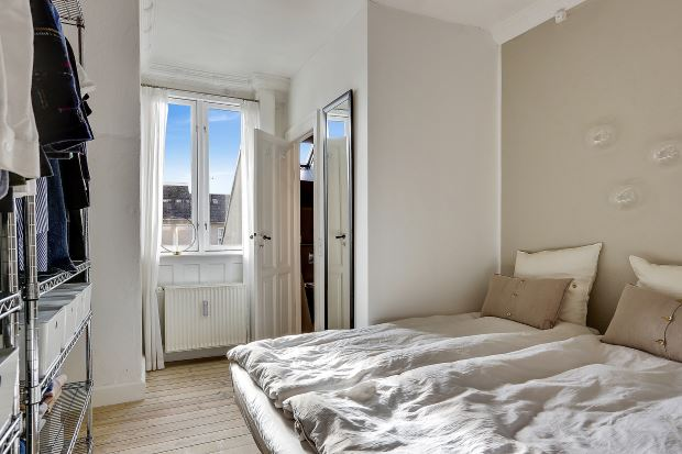 Квартира в скандинавском стиле в Копенгагене: бежевая акцентная стена