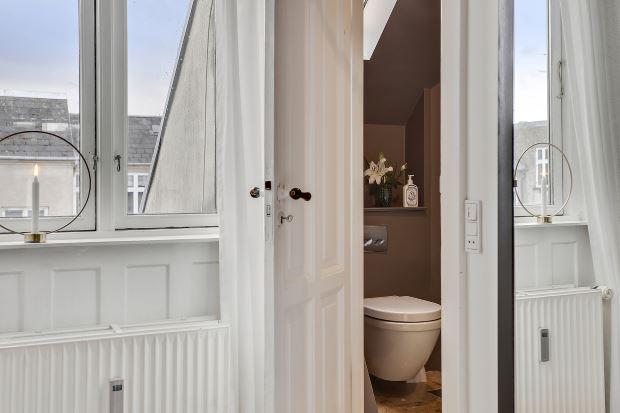 Квартира в скандинавском стиле в Копенгагене: ванная комната в спальне