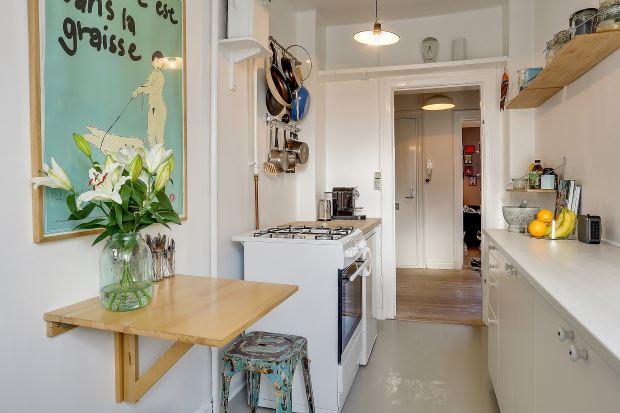 Квартира в скандинавском стиле в Копенгагене: картина на кухне