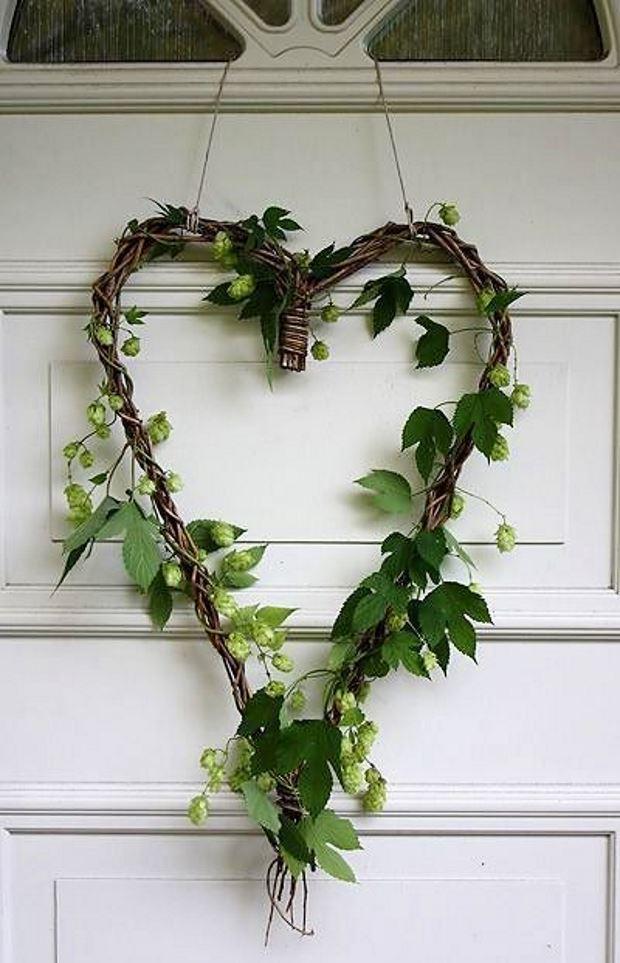 Идеи на День Святого Валентина: сердце из веток с листьями