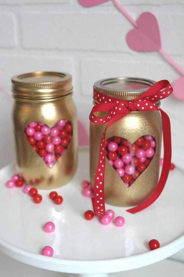 Идеи на День Святого Валентина: конфетки в золотых банках