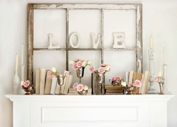 Идеи на День Святого Валентина: цветы и книги на камине