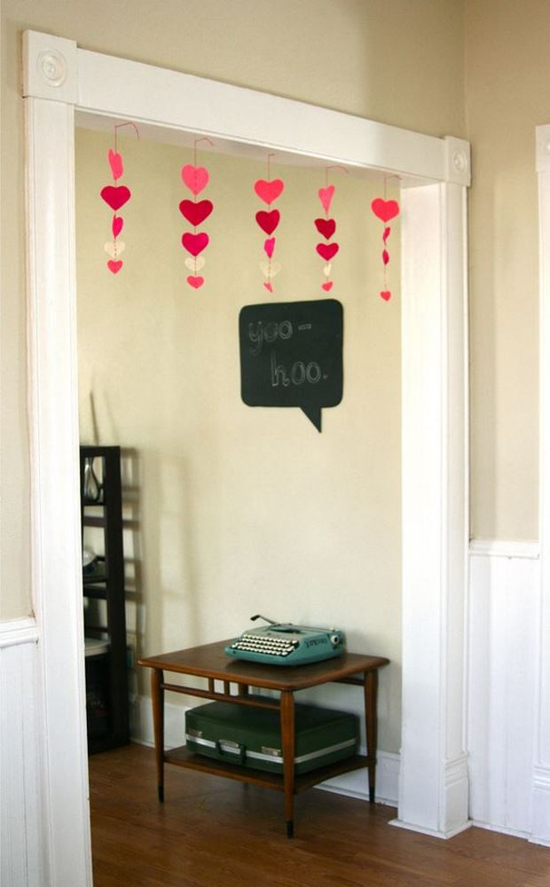 Идеи на День Святого Валентина: украшение дверных проемов