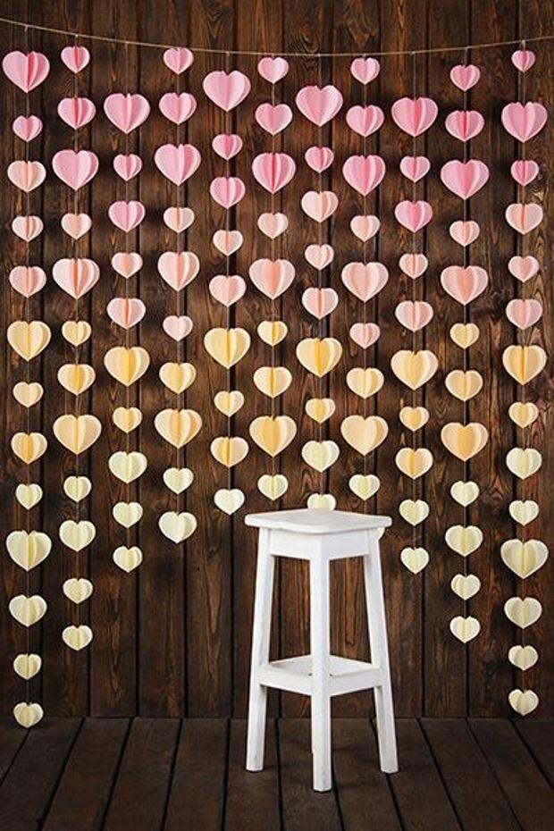 Идеи на День Святого Валентина: фотозона из разноцветных сердец