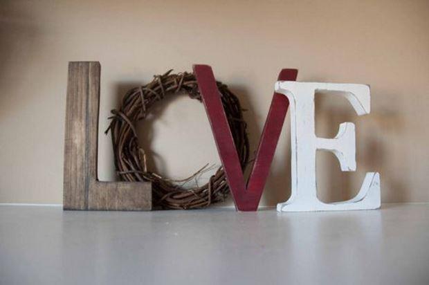 Идеи на День Святого Валентина: композиция из букв love