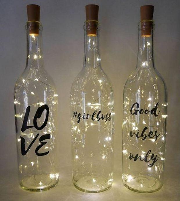 Идеи на День Святого Валентина: бутылки с гирляндами внутри и надписями