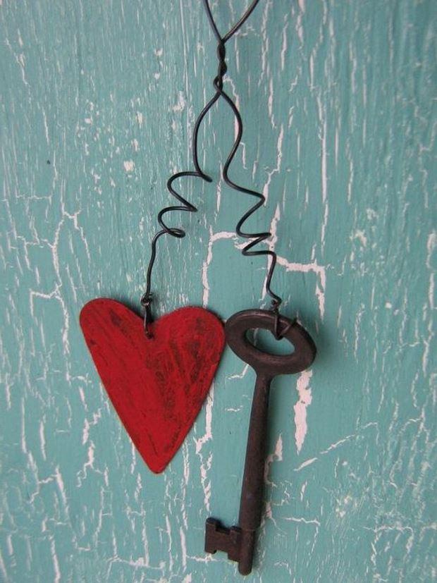 Идеи на День Святого Валентина: сердечко и ключик на пружинке