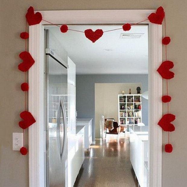 Идеи на День Святого Валентина: гирлянда на двери