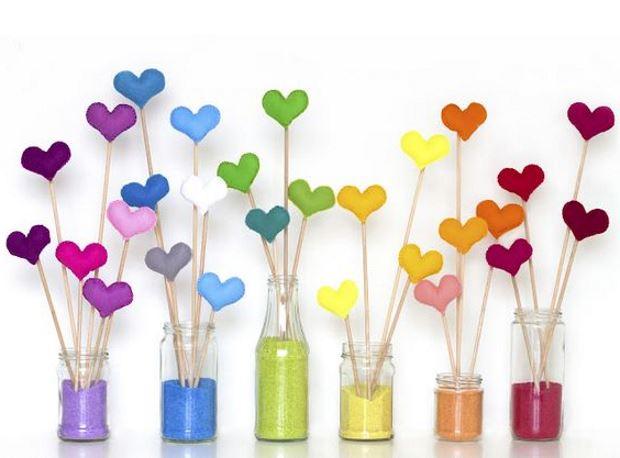 Идеи на День Святого Валентина: разноцветные сердца в банках