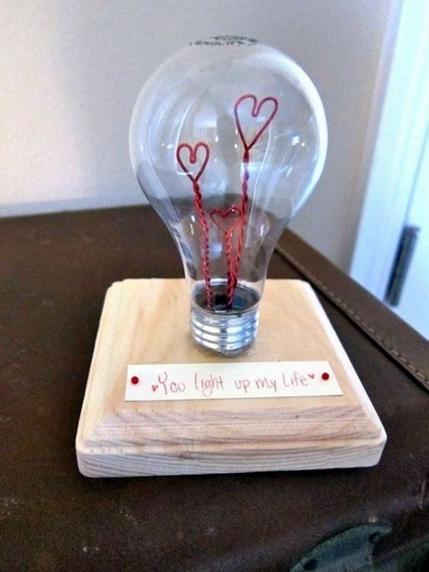 Идеи на День Святого Валентина: лампочка с сердцами