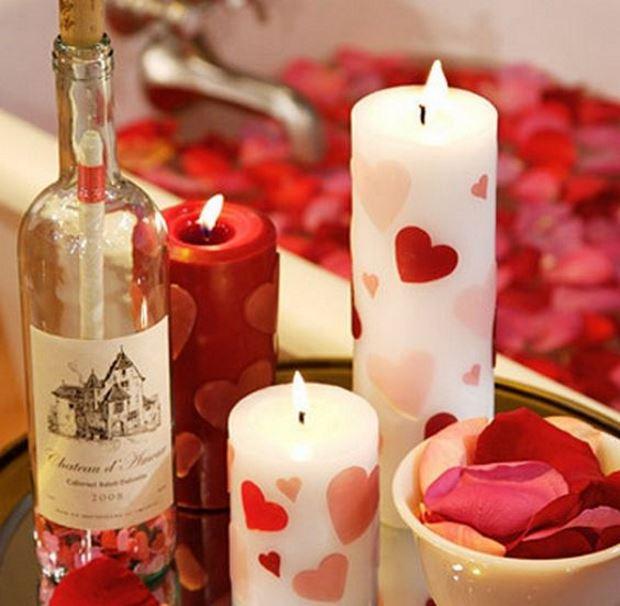 Идеи на День Святого Валентина: свечи и вино