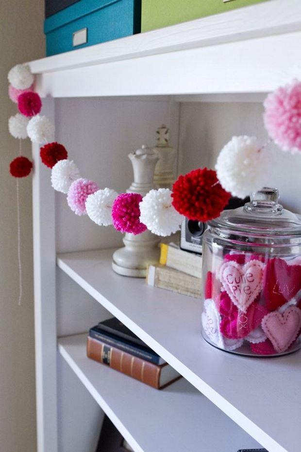 Идеи на День Святого Валентина: помпоны в гирлянде