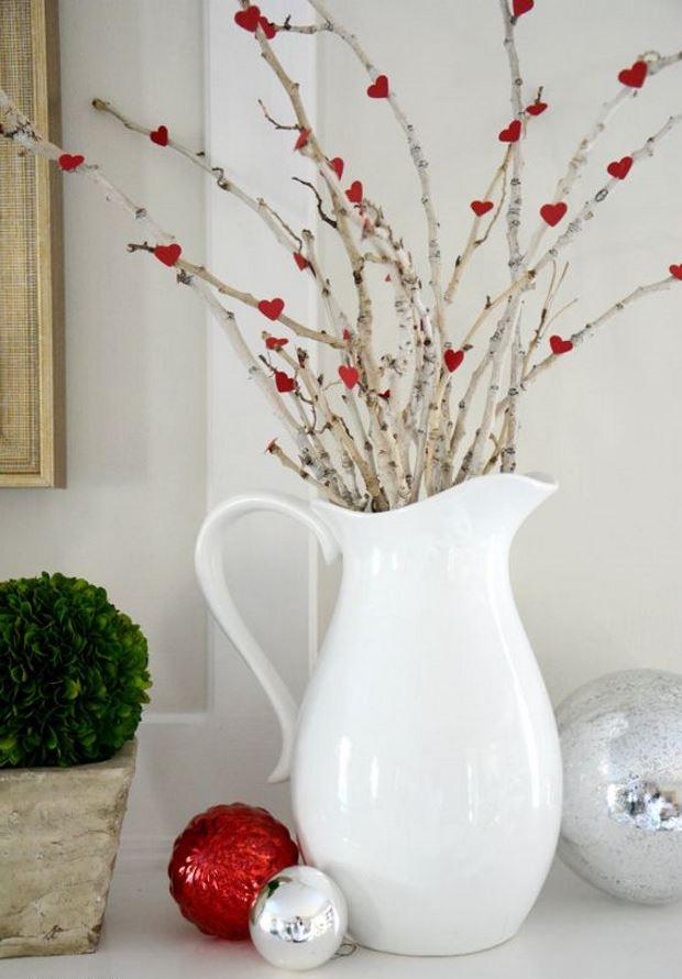 Идеи на День Святого Валентина: ветки в графине