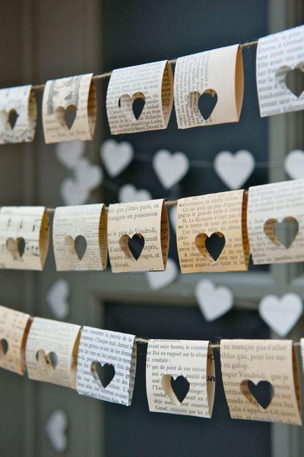Идеи на День Святого Валентина: флажки из газеты